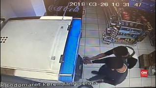 VIDEO: Pencurian Modus Ganjal ATM Terekam CCTV