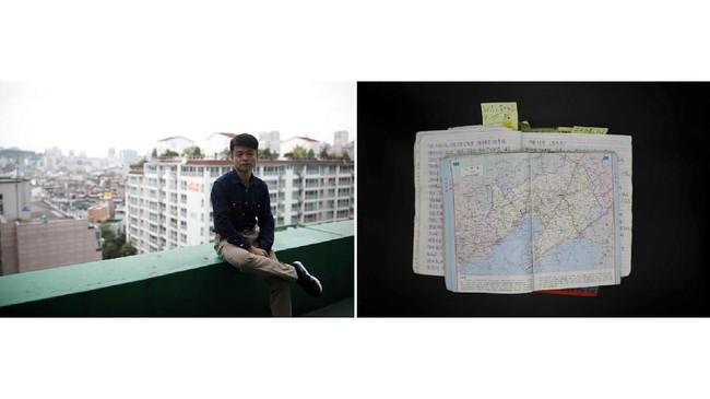 Baek Hwa-sung, 33 tahun, dan buku hariannya. Dia meninggalkan Sinuiju di perbatasan dengan China pada 2003 dan bermukim di Korsel pada 2008. Di buku harian yang mulai ditulisnya pada 2004, dia mengungkapkan segala ketakutannya saat membelot sendirian. (REUTERS/Kim Hong-ji)