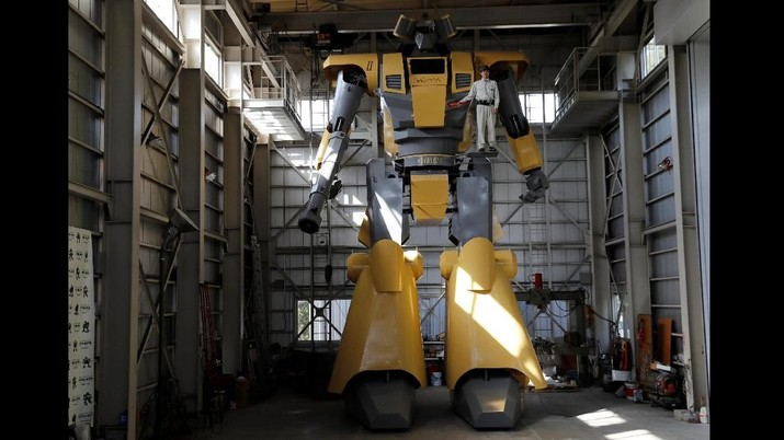 Butuh waktu enam tahun untuk membuat robot raksasa setinggi 8,5 meter dan seberat 7 ton tersebut.