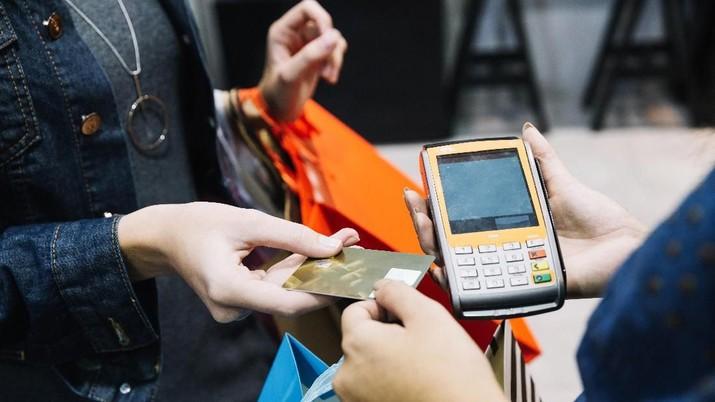 Menurut Mark Cuban, kartu kredit merupakan investasi terburuk.