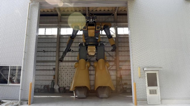 FOTO: Menjajal Robot Gundam Sungguhan di Jepang