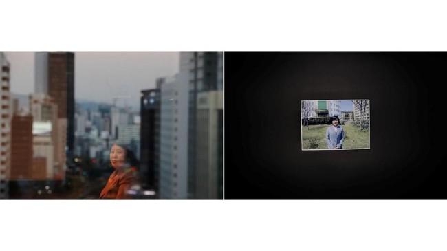 Kim Ryen Hui, 48 tahun dan foto putrinya. Dia berasal dari Pyongyang dan tak pernah terpikir untuk membelot, sampai seorang broker menipunya pada 2011. Dia ingin berobat ke China tapi malah dibawa ke Korsel. Kini dia sangat merindukan orang tuanya. (REUTERS/Kim Hong-ji)