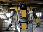 FOTO: Terinspirasi Gundam, Pria Ini Ciptakan Robot Raksasa