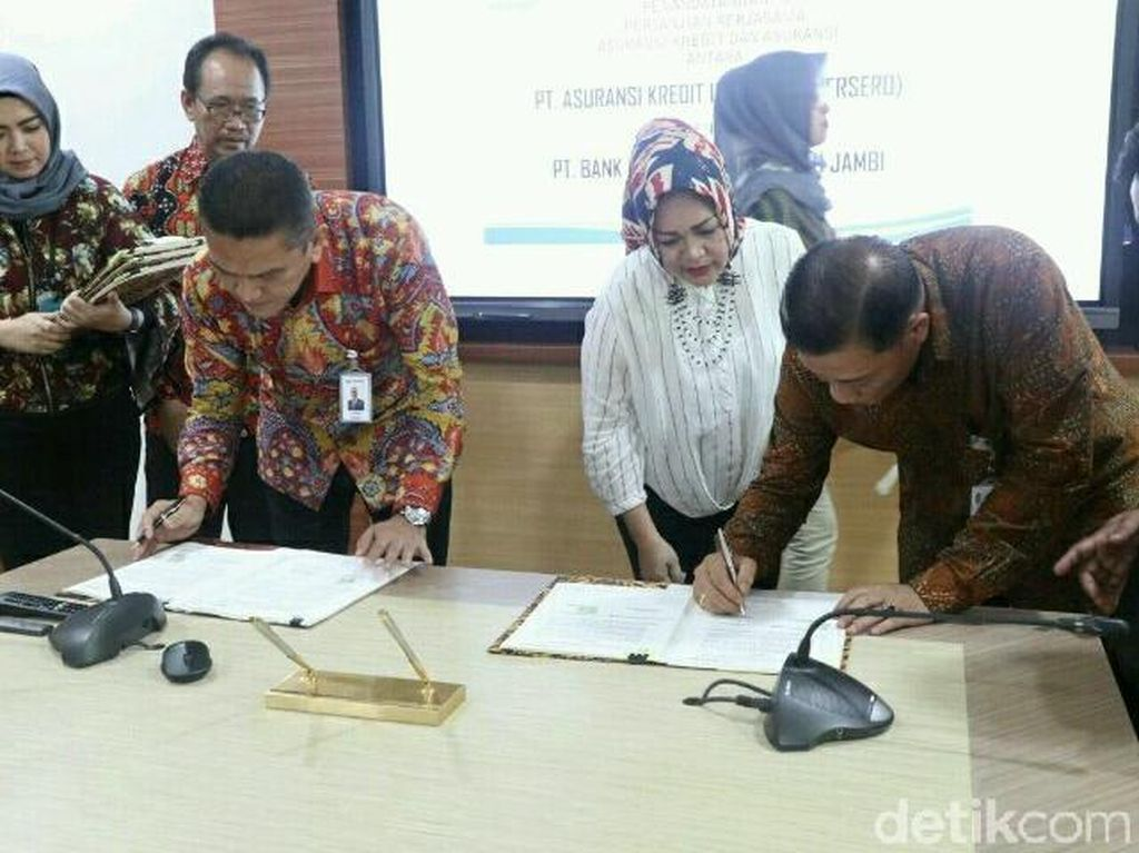 BUMN di sektor jasa asuransi ini melakukan penandatanganan kerjasama dan adendum dengan PT Bank Pembangunan Daerah Jambi di Graha Askrindo, Jakarta, Jumat (13/4/2018). Dok. Askrindo