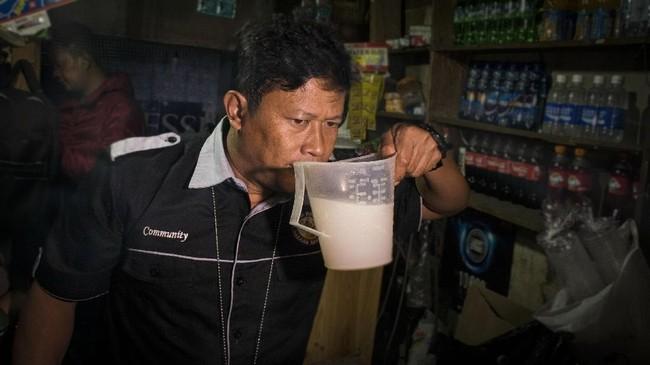 Banyak korban jiwa, petugas pun melakukan razia di Kabupaten Bandung, khususnya di Cicalengka. (ANTARA FOTO/Novrian Arbi/kye/18).