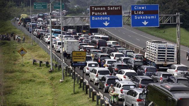Macet Parah, Jalur Cianjur-Puncak Ditutup Polisi
