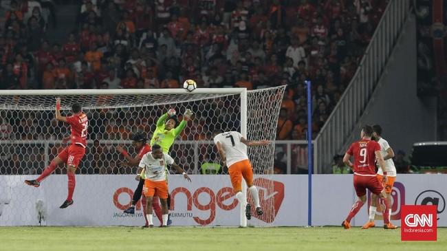 Meski menjalani jadwal padat karena harus bermain di Piala AFC beberapa hari lalu, namun Persija Jakarta sukses mendominasi permainan. (CNN Indonesia/Adhi Wicaksono)