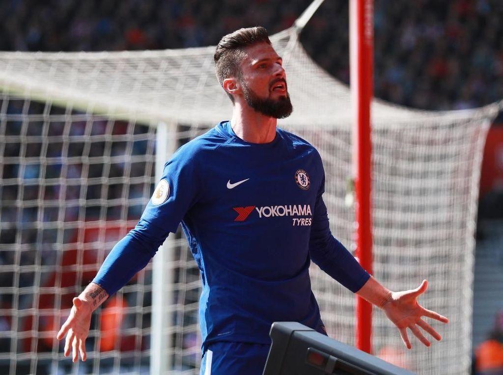 Bintang pekan ini adalah Olivier Giroud yang membuat dua gol dan memastikan tiga poin Chelsea di kandang Southampton. The Blues sempat tertinggal 0-2. (Ian Walton/Reuters)