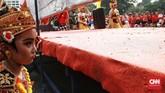 Hingga saat ini mereka anggotanya telah tampil di mana-mana, termasuk di Vietnam tahun lalu untuk merayakan 50 tahun ASEAN. Di sana, mereka menampilkan tarian yang telah ditetapkan menjadi Warisan Budaya Tak Benda Dunia oleh UNESCO. (CNN Indonesia/Andry Novelino)