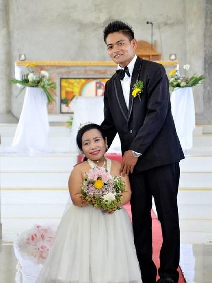 Buktikan Cinta Tak Pandang Fisik, Foto Pernikahan Pasangan Ini Viral
