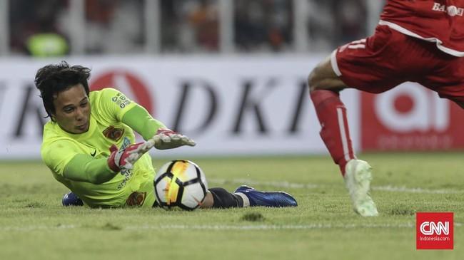 Penjaga gawang Borneo FC Muhammad Ridho jadi aktor utama di balik gagalnya peluang demi peluang yang didapat oleh Persija Jakarta di babak pertama. (CNN Indonesia/Adhi Wicaksono.)