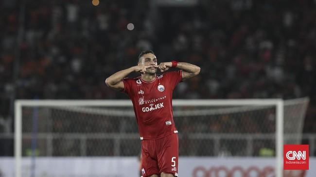 Ketangguhan Muhammad Ridho akhirnya sirna setelah bintangPersija Jakarta, Jaimerson Da Silva mampu mengeksekusi tendangan bebas dengan brilian di menit ke- 40. (CNN Indonesia/Adhi Wicaksono.)