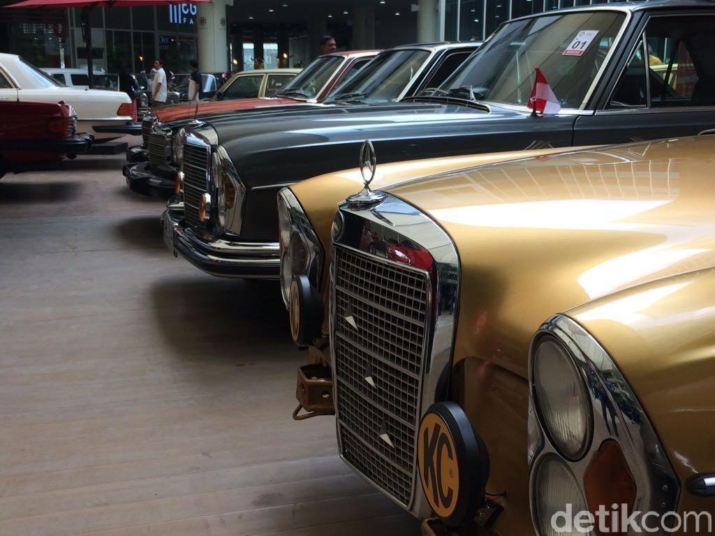 Prasetyo mengaku suka semua mobil yang dipamerkan, karena masing-masing mobil punya kelebihannya masing-masing. Dari segi desain, maupun kegunaannya.Foto: Khairul Imam Ghozali