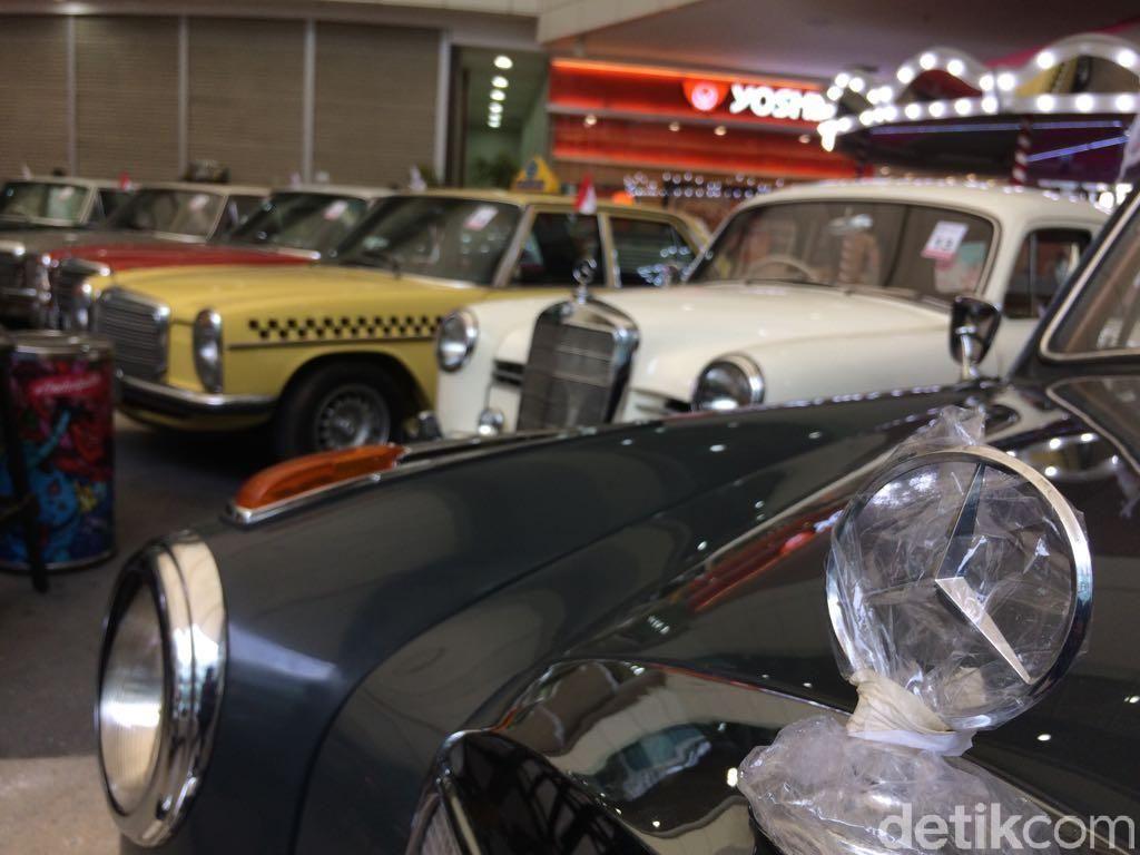 Pameran mobil klasik Mercedes-Benzz Classic Expo ini diikuti oleh puluhan mobil. Foto: Khairul Imam Ghozali