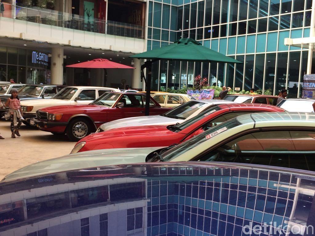 Selain pameran mobil klasik, acara ini juga menampilkan berbagai acara, antara lain Bazaar Parts dan Aksesoris, Mini Museum, Photo Booth, Kontes, Talk Show dan Lelang Antik. Foto: Khairul Imam Ghozali