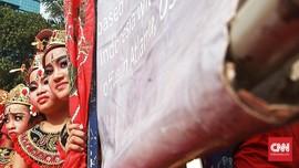 FOTO: Liuk Tari Bali di Tengah Car Free Day
