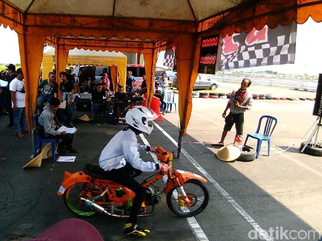 Dalam Event lomba drag bike berjarak 201 meter tersebut merebutkan Piala Walikota Surabaya dan Poltesbates Surabaya diikuti 215 peserta dari Jawa Tengah, Jawa Timur dan Bali, Kalimantan dan Sumatera.
