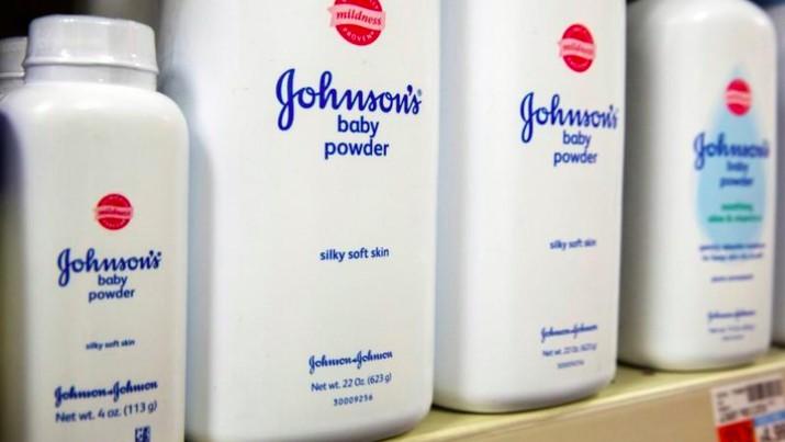 Produk bedak bayi Johnson & Johnson disebut mengandung asbes yang dapat menyebabkan kanker.