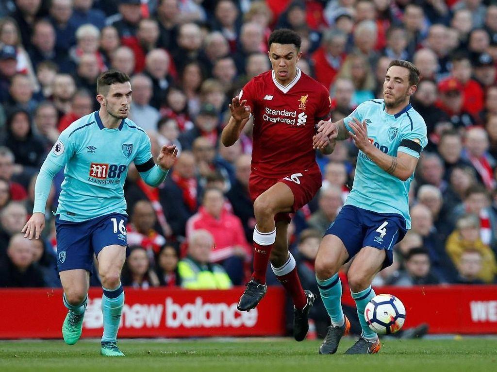 Serangan Liverpool dari sisi kanan saat menghadapi Bournemouth begitu dominan. Penyebabnya adalah Trent Alexander-Arnold yang bikin satu assist saat Liverpool menang 3-0. (Andrew Yates/Reuters)