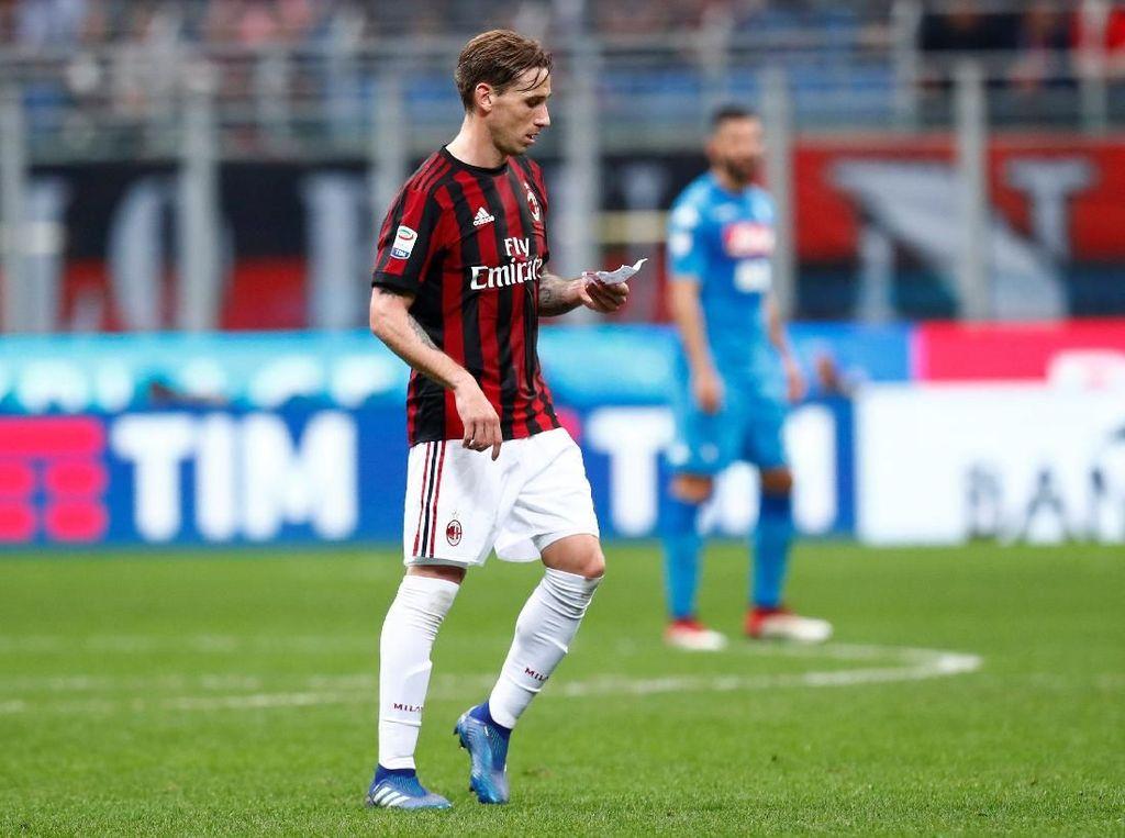 Hasil tersebut membuat usaha Milan menembus zona Liga Champions di empat besar menjadi kian berat. Rossoneri terpaut delapan angka dari posisi itu. REUTERS/Alessandro Garofalo.