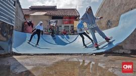 Serunya Bermain 'Skateboard' di Atap Rumah