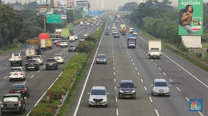 Besok! Tarif Tol Jakarta-Merak Naik Khusus Mobil & Truk Kecil