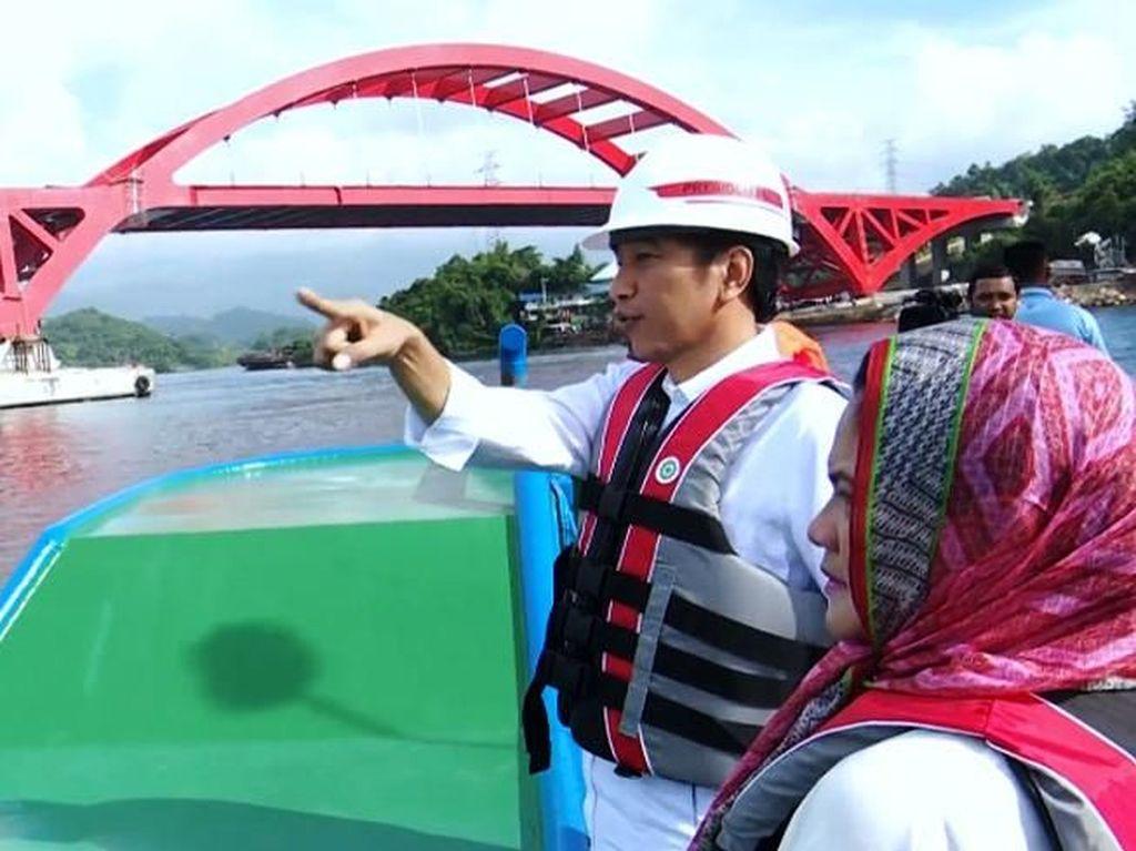 Presiden Joko Widodo mengatakan, pembangunan Jembatan Holtekamp Papua akan memacu perekonomian setempat karena waktu tempuh bakal lebih singkat. Istimewa/Sekretariat Presiden Biro Pers Media dan Informasi.