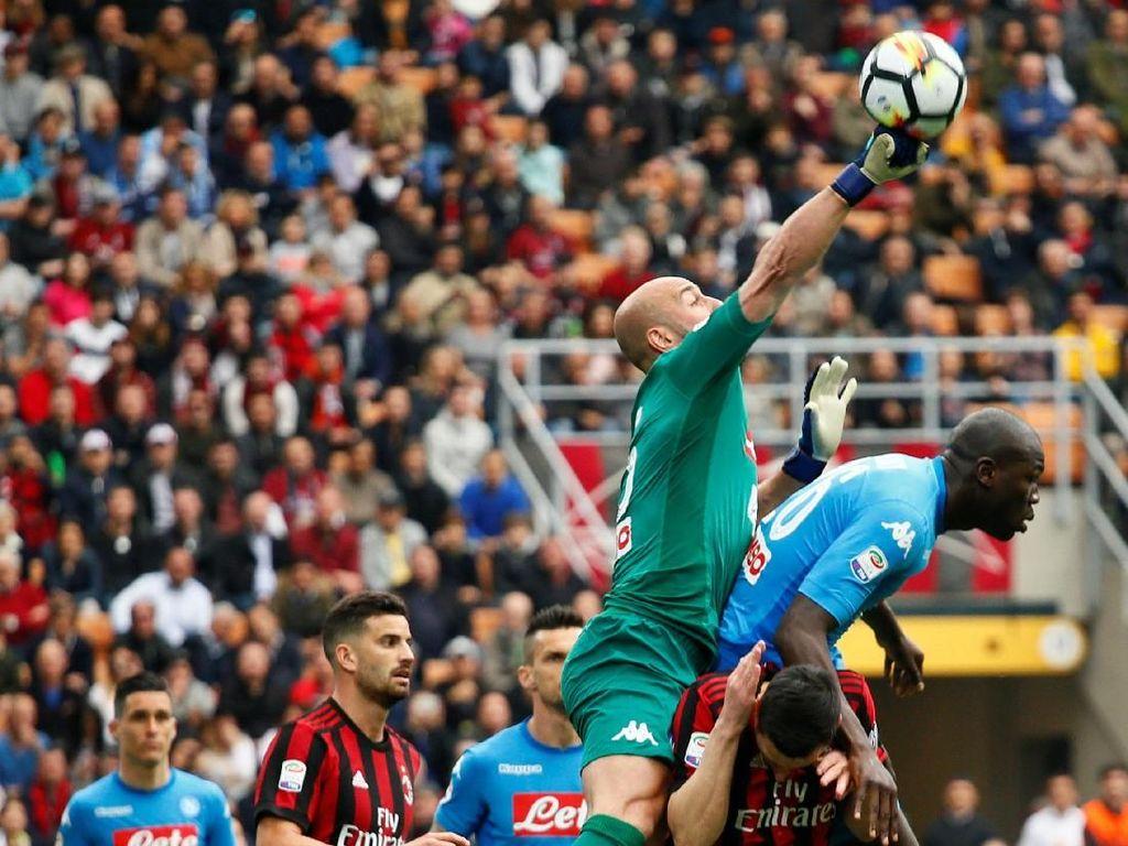 Untuk Napoli, hasil seri juga merugikan dalam upaya menjaga persaingan dengan Juventus si pemuncak klasemen. Partenopei kini menempati posisi kedua dengan ketinggalan enam angka dari Juve. REUTERS/Alessandro Garofalo.