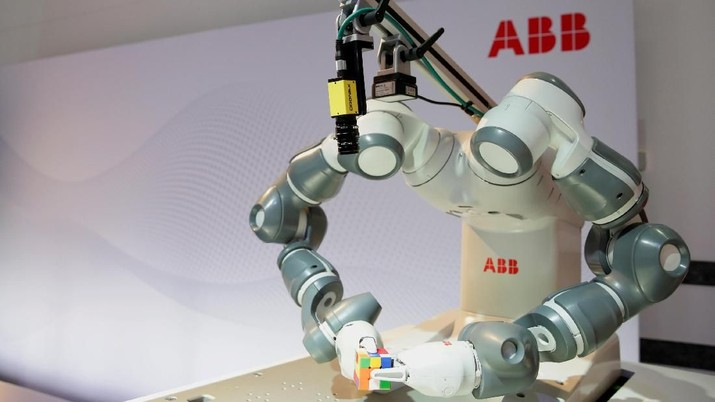 FILE PHOTO: Humanoid robot YuMi is seen before a news conference by Swiss power technology and automation group ABB presenting the company's full year results, in Zurich, Switzerland, February 8, 2018. REUTERS/Moritz Hager/File Photo                       GLOBAL BUSINESS WEEK AHEAD