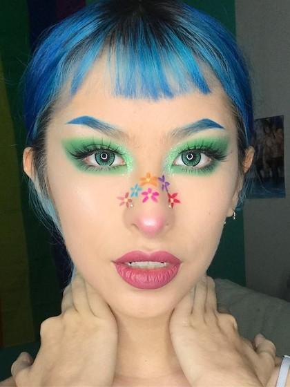 Antimainstream! Pakai Makeup di Hidung Kini Jadi Tren