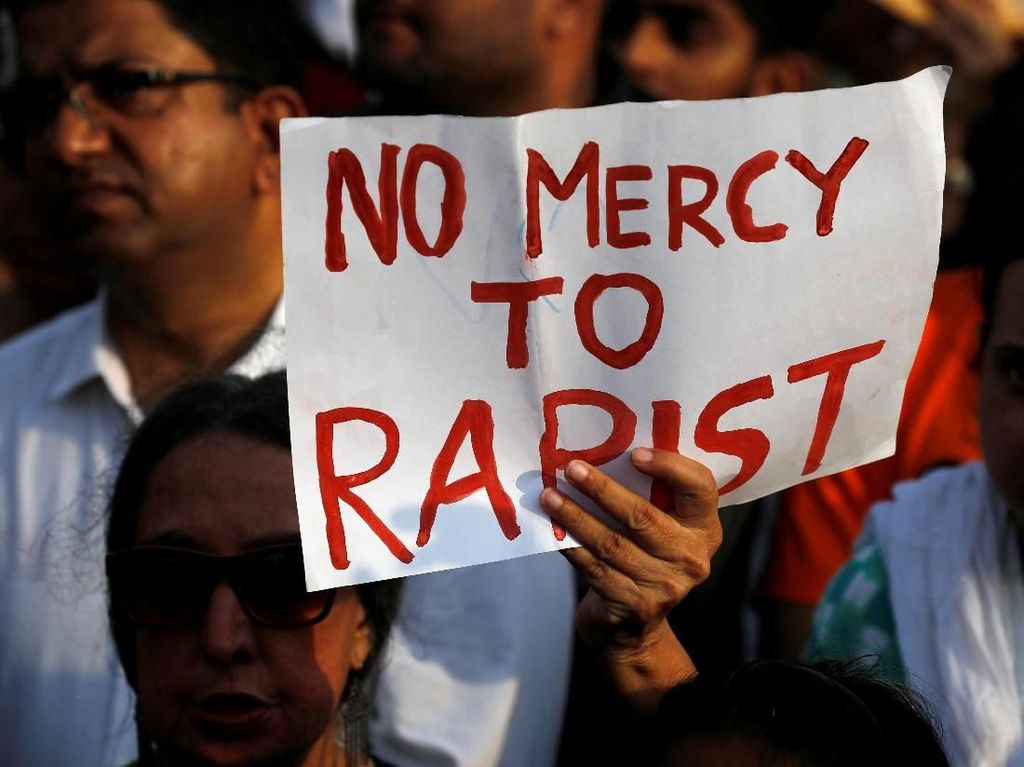 Sejumlah kasus pemerkosaan terhadap anak yang terkuak di India dalam beberapa hari terakhir, memicu aksi demo di berbagai kota. Para demonstran meminta pemerintah India untuk menindak tegas para pemerkosa. Foto: REUTERS/Danish Siddiqui