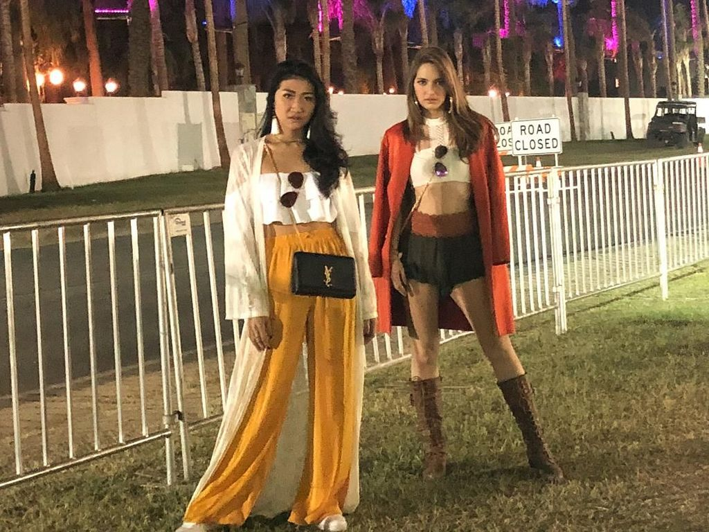 Seksi, Gaya Nia Ramadhani Nonton Festival Musik Coachella