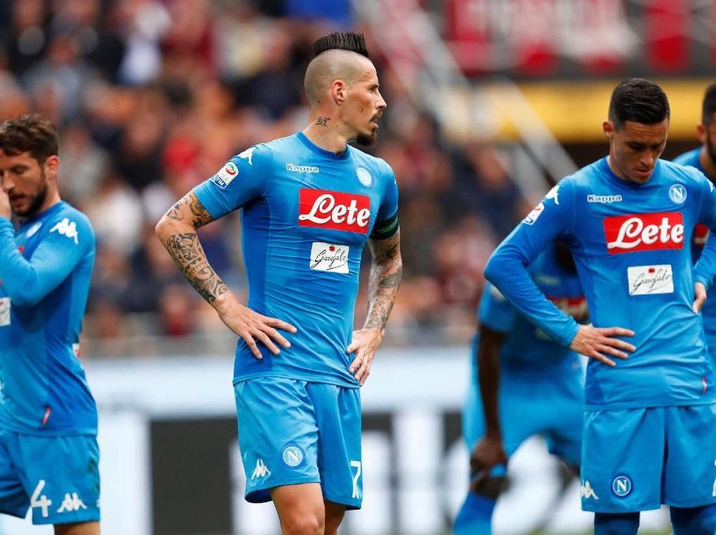 Hasil imbang membuat Napoli tetap di posisi kedua dengan 78 poin dari 32 laga. Mereka gagal menempel Juventus di puncak yang punya 81 poin dari 31 laga. REUTERS/Alessandro Garofalo.