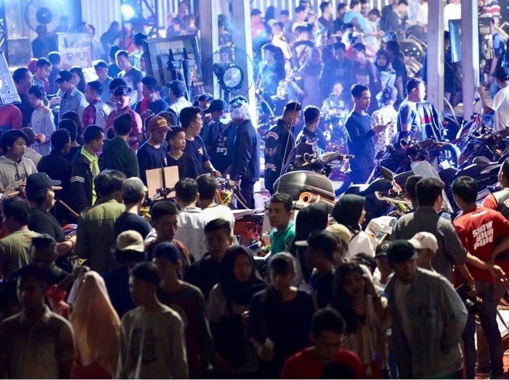 Gelaran pertama Suryanation Motorland Battle di Palembang kemarin sukses menarik lebih dari 12.000-an pecinta otomotif roda dua di Bumi Sriwijaya. Pool/Suryanation Motorland Battle 2018.