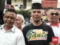 Ahmad Dhani Pakai Kaus #2019GantiPresiden di Sidang Perdana