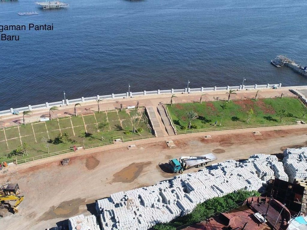 Pembangunan tanggul merupakan bagian dari masterplan Pembangunan Terpadu Pesisir Ibukota Negara (PTPIN) atau National Capital Integrated Coastal Development (NCICD) yang direncanakan sepanjang 120 km, terdiri dari 62,5 km tanggul pantai dan 57,5 km tanggul muara. Pool/Kementerian PUPR.