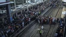 Pihak KRL Minta Maaf soal Penerapan Tiket Kertas