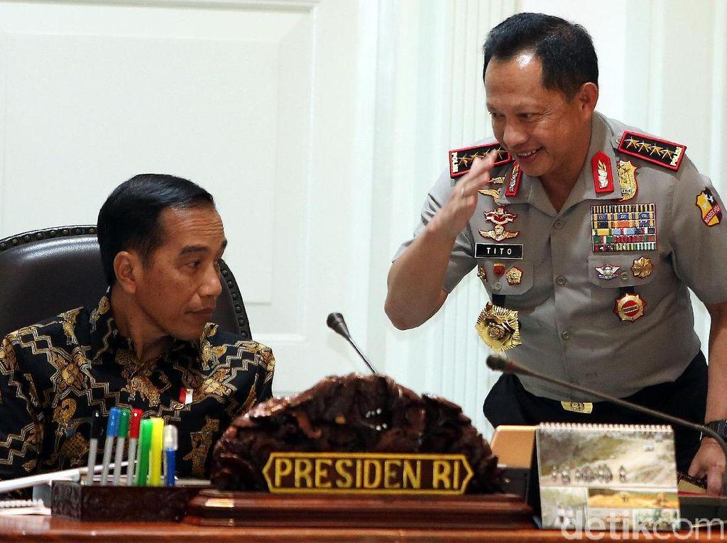 Presiden Joko Widodo (Jokowi) meminta untuk diperhatikan penyediaan perumahan yang layak bagi ASN (Aparatur Sipil Negara), bagi prajurit TNI (Tentara Nasional Indonesia), bagi anggota Polri (Kepolisian Negara Republik Indonesia) yang saat ini berdasarkan laporan yang diterimanya terdapat 945.000 ASN, 275.000 TNI, dan 360.000 anggota Polri yang belum memiliki rumah yang bersifat permanen.