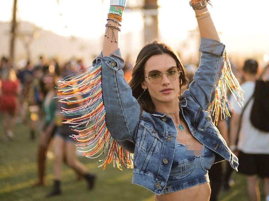 Adu Gaya Selebriti di Festival Coachella 2018, Siapa Paling Stylish?