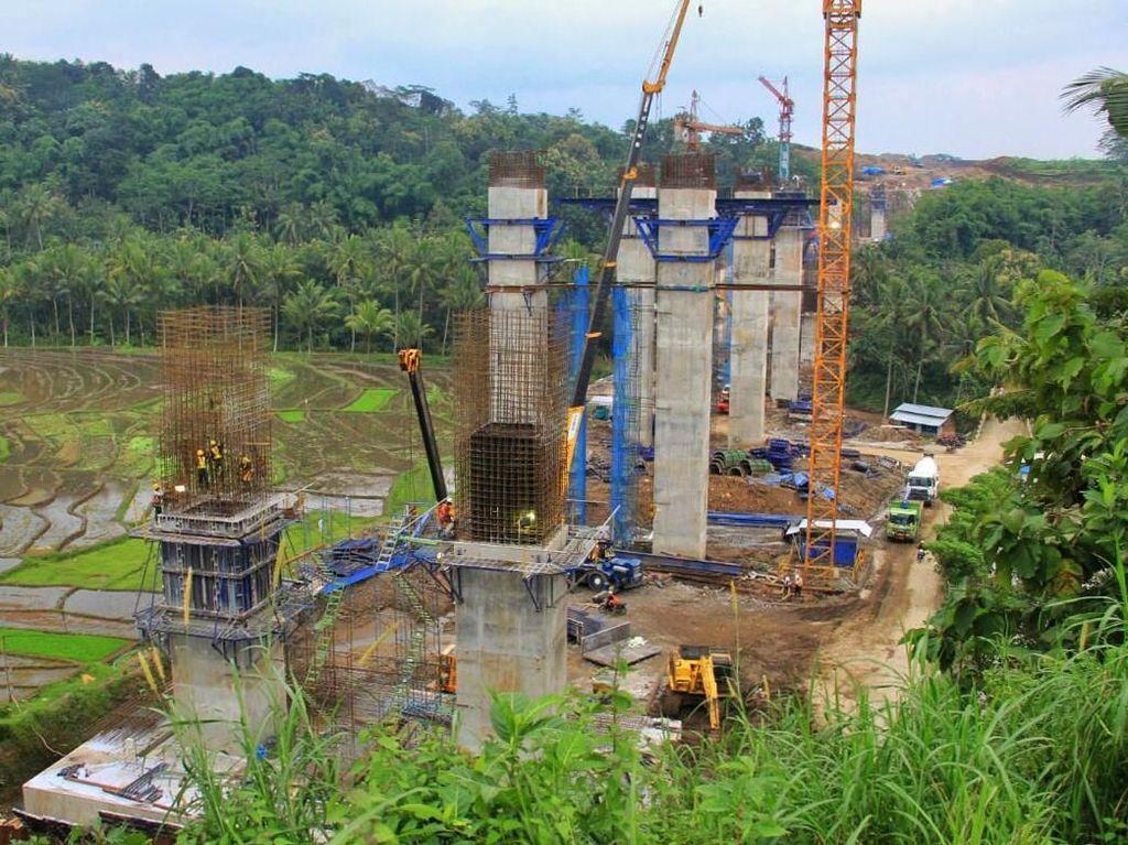 Jembatan Kali Klenteng berada di ruas tol Salatiga-Kartasura, Seksi 3 dan 4 tol Semarang-Solo sepanjang 32 km. Jembatan ini menjadi titik kritis fungsionalnya ruas Salatiga-Kertasura secara penuh.Foto: dok. Kementerian PUPR