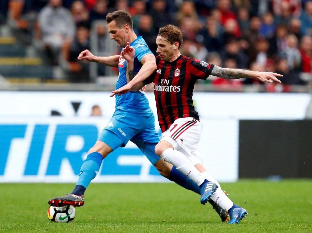 Di laga ini Napoli menggungguli penguasaan bola Milan dengan 53 persen berbanding 47 persen. REUTERS/Alessandro Garofalo.