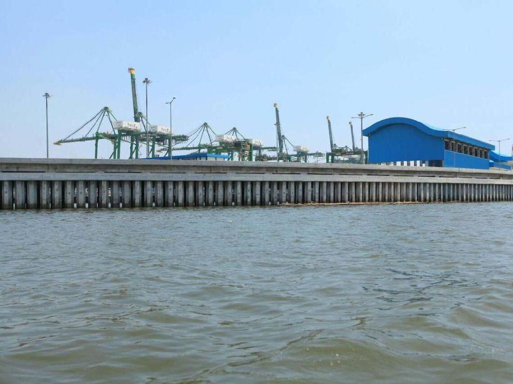 Pembangunan tanggul bertujuan melindungi pesisir Jakarta dari abrasi, mencegah banjir rob di Utara Jakarta dan penataan kawasan pesisir. Pool/Kementerian PUPR.