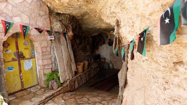 Menurut penduduk yang tinggal di gua di pegunungan tersebut, lubang-lubang tersebut sudah mulai dibangun pada tahun 1666. (REUTERS/Ismail Zitouny)