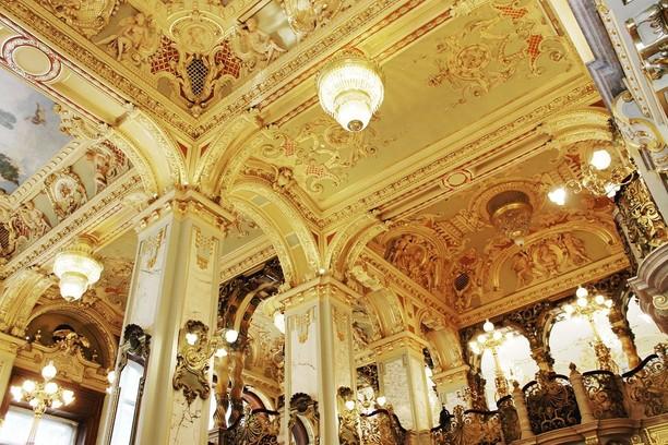 Mengagumkan! Kafe Paling Indah di Dunia dengan Gaya Klasik Abad 19