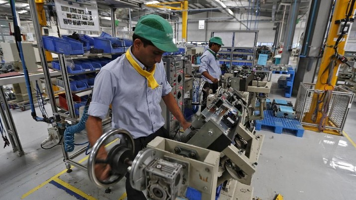 FILE PHOTO: Employees assemble switchgears inside the plant of Schneider Electric Infrastructure Ltd. on the outskirts of Vadodara in Gujarat, India, November 5, 2015. REUTERS/Amit Dave/File Photo                       GLOBAL BUSINESS WEEK AHEAD