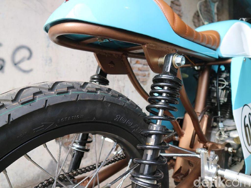Proses modifikasi membutuhkan waktu tiga bulan karena beberapa bagian dibuat sendiri alias handmade, misalnya tangki dan fairing yang dibuat dari pelat setebal 1,2 mm.Foto: Rich Richie Ride and Garage