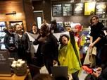 Diduga Rasis, Puluhan Warga Geruduk Kedai Kopi Starbucks AS