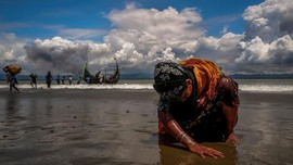 Puluhan Warga Rohingya Terdampar di Aceh