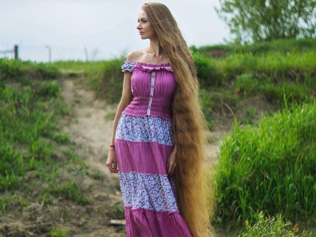 Rambut Bak Rapunzel, Perawatan Alami Wanita Ini Ada di Dapur