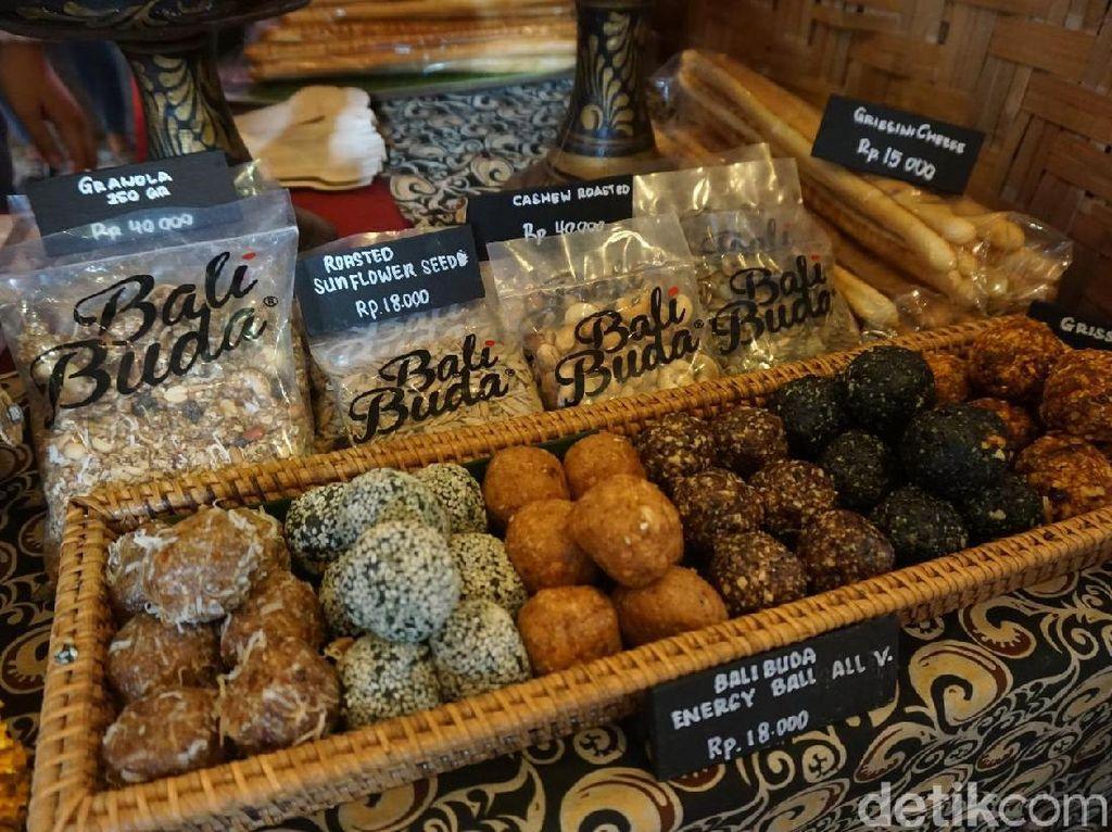 Bali Buda menawarkan beragam kue dan roti dengan bahan sehat, juga aneka sambal homemade. Foto: detikfood